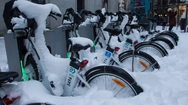 Las calles de Madrid aún mantienen una gran capa de nieve en algunos puntos.