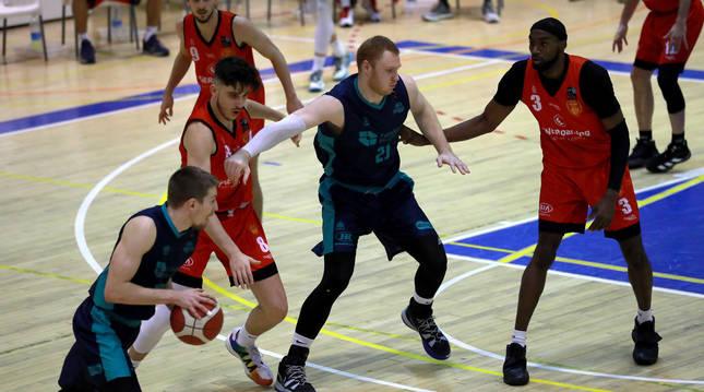 Foto del partido entre Basket Navarra y Hestia Menorca de LEB Plata.