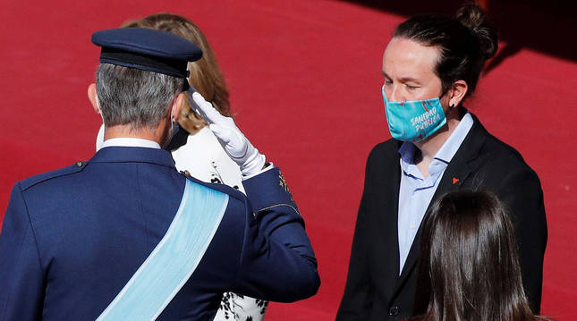 Pablo Iglesias junto al rey Felipe VI y a la reina doña Letizia el día de la Fiesta Nacional.