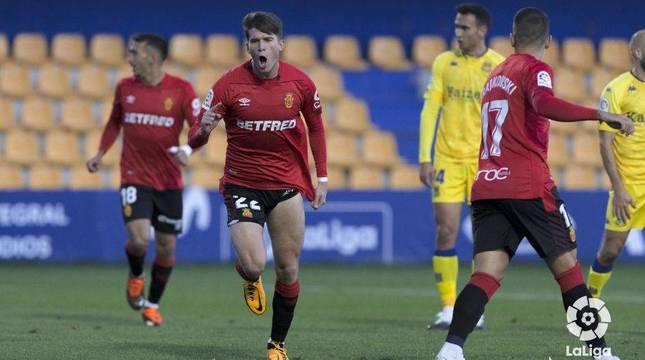 Marc Cardona celebra un gol con el Mallorca.