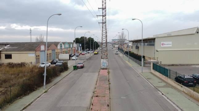 El centro de empleo de Tasubinsa, a la derecha, acoge la planta de producción de vitrocerámicas de la empresa Jeelperg.