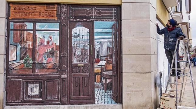La artista gráfica Garbiñe Basarte recrea en bajos comerciales sin uso tiendas típicas que simulan estar abiertas