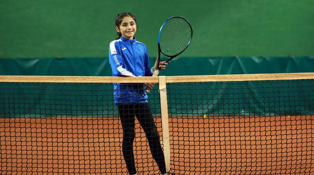 Idoia Razquin, en las pistas del Club de Tenis, a las que acude a entrenar.