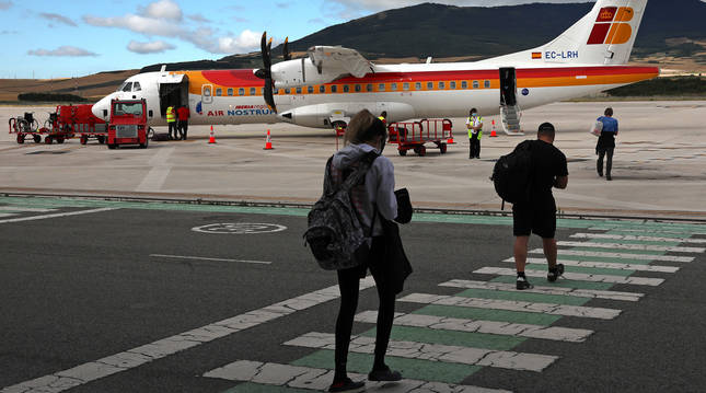 Pasajeros en el aeropuerto de Noáin (Navarra) en julio de 2020.