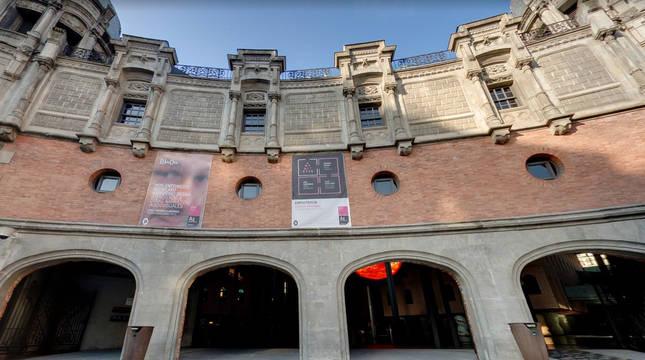Exterior de Azkuna Zentroa (Bilbao).
