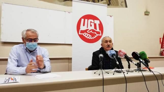 Jesús Santos, secretario general de UGT en Navarra; y Pepe Álvarez, secretario confederal de UGT