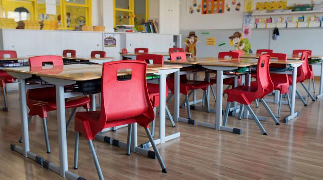 Foto de un aula vacía en el colegio Salesianos de Ourense.