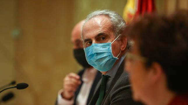 Foto del consejero de Sanidad, Enrique Ruiz Escudero, en la rueda de prensa de este viernes.