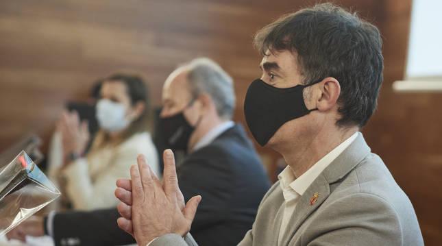 Foto del consejero de Políticas Migratorias y Justicia, Eduardo Santos, durante un encuentro esta semana.