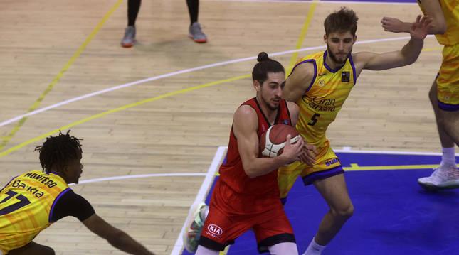 Lucas Antúnez fue el autor de cinco puntos, en el triunfo de ayer.