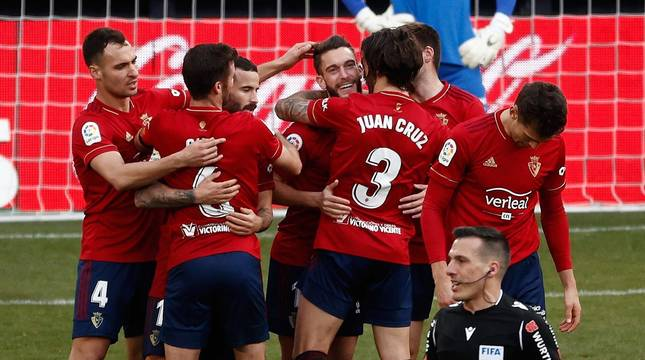 Imágenes del partido que enfrenta a Osasuna y Granada en El Sadar.