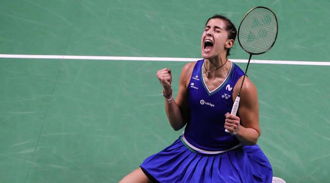 Carolina Marín celebra el título en Bangkok al derrotar a la número uno mundial, la taiwanesa Tai Tzu Ying