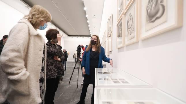 Este martes ha abierto sus puertas en el Museo de Navarra la exposición 'Gerardo Lizarraga. Artista en el exilio', que recoge una colección de cerca de 80 dibujos y caricaturas que el artista navarro realizó durante sus años de encierro en los campos de Argelès-sur-Mer, Agde y Clermont Ferrand (Francia).