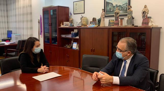 Foto del alcalde de Pamplona, Enrique Maya, y la alcaldesa de Barañáin, María Lecumberri.