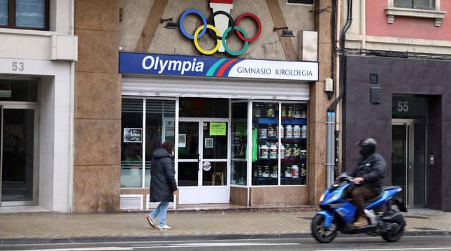 Imagen de la fachada del  gimnasio Olympia de Pamplona.