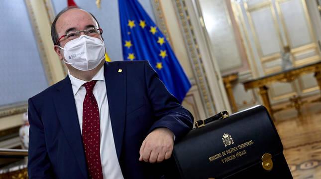 El nuevo ministro de Política Territorial, Miquel Iceta, durante el acto de traspaso de la cartera del Ministerio de Política Territorial y Función Pública