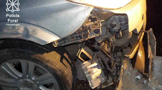 Estado en el que quedó el coche tras atropellar al jabalí.