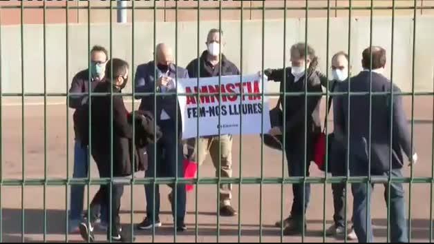 Los políticos catalanes presos abandonan Lledoners a horas del inicio de la campaña