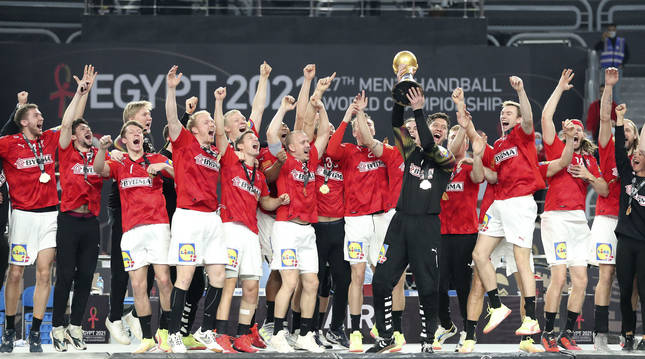 Dinamarca agiganta su leyenda tras revalidar el título de campeona del mundo