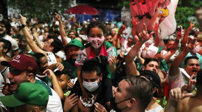 Aficionados del Palmeiras, en las calles de Sao Paulo.