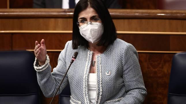 La ministra de Sanidad, Carolina Darias, interviene en la primera sesión de control al Gobierno de 2021 celebrada en el Congreso de los Diputados, en Madrid.