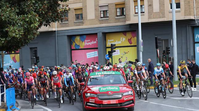 Salida de la etapa de la Vuelta a España del año pasado en Pamplona.