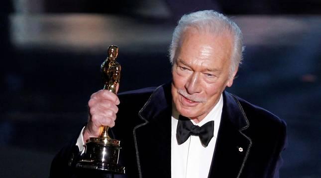 Foto de Christopher Plummer cuando recibió el Óscar por 'Beginners'.