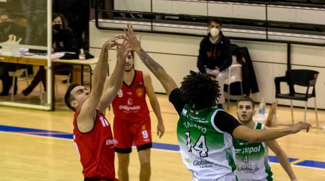 Foto de Iñaki Narros en el partido ante Globalcaja La Roda.