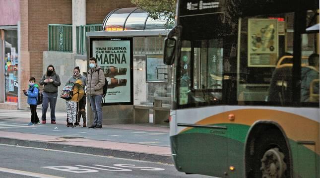 Las paradas del transporte urbano estuvieron menos concurridas en 2020.