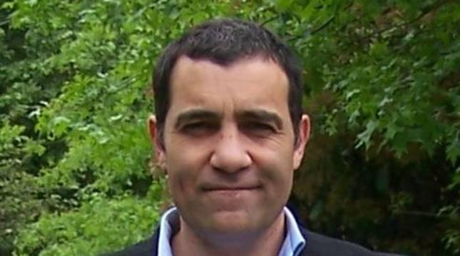 Foto del investigador sobre linajes navarros Iñaki Garrido Yerobi.