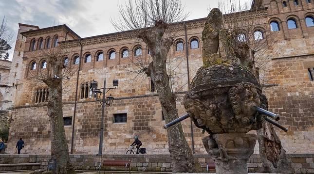 Los plátanos que caracterizan la plaza de San Martín, objeto de podas muy drásticas años atrás, se preservarán.