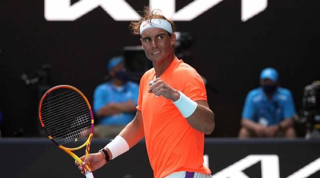 Nadal celebra un tanto en su partido ante Fognini en el Abierto de Australia 2021.