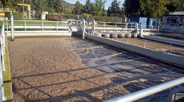 Imagen de la línea de fangos de la depuradora de Estella que se va a renovar (Navarra).