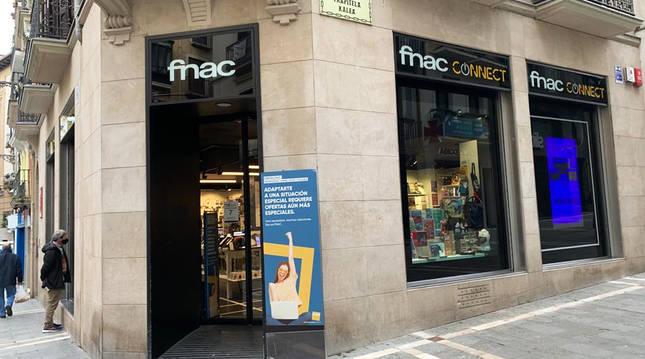 Entrada de la tienda de FNAC en Mercaderes.