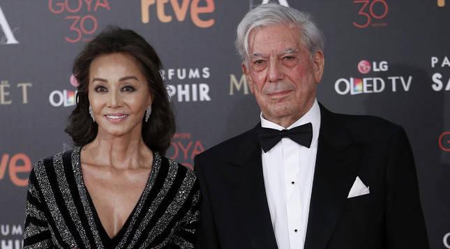 Isabel Preysler, junto a Mario Vargas Llosa.