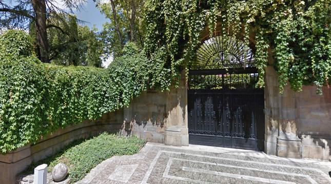 Patrimonio estudia si se puede reclamar a la familia Huarte la puerta consistorial colocada en Villa Adriana