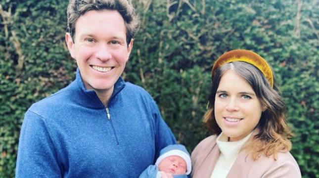 La princesa Eugenia, nieta de la reina Isabel II, y su esposo, Jack Brooksbank, con su bebé.