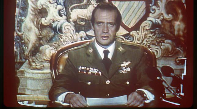 El rey Juan Carlos dirigió un mensaje televisado a la nación tras el intento de golpe de estado del 23F
