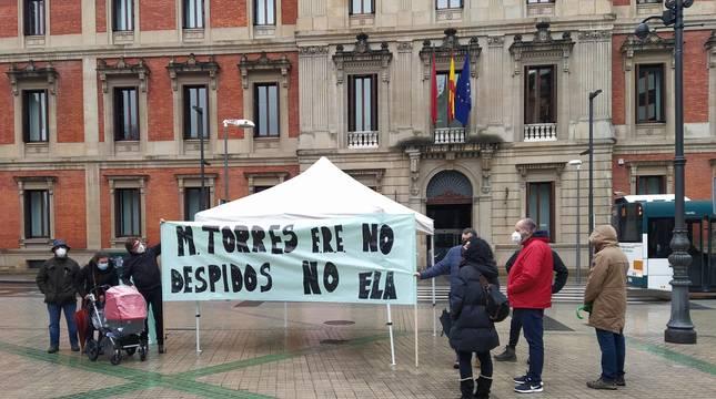 Jaima instalada por ELA en Pamplona en contra de los despidos en MTorres.