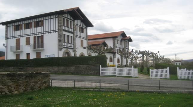 Detalle del edificio de la Casa Consistorial de Ultzama.