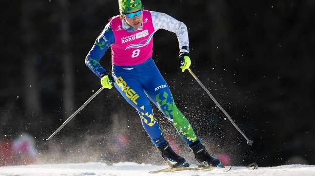 Manex Salsamendi Silva, con los colores de la selección brasileña en los Juegos Olímpicos de Invierno de la Juventud (Suiza, 2020). Sigue federado con el Pirineos del Roncal, el club en el que se inició hace 10 años.