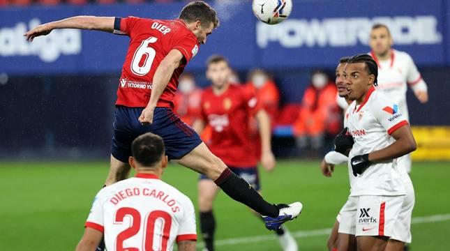 Foto de Oier en el partido contra el Sevilla.