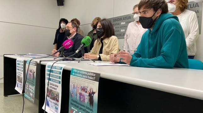 Rueda de prensa del sindicato ELA para convocar una nueva jornada de huelga en el sector de los cuidados.