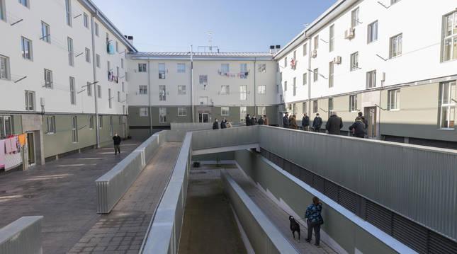 Estado actual de los bloques conocidos como Scalextric del barrio de Lourdes de Tudela, tras las obras de mejora en la eficiencia energética de sus viviendas.