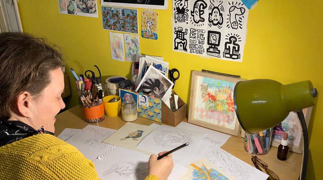 Mariana Pereyra 'Pupé' y los bocetos para el álbum ilustrado 'Nono y el árbol de los deseos'.