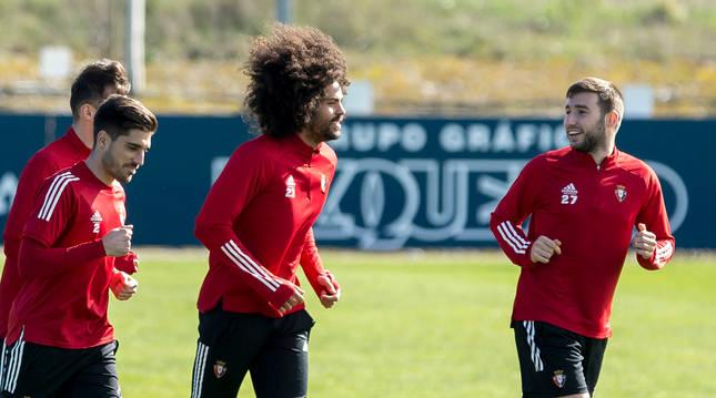 Jon Moncayola, a la derecha, junto a Nacho Vidal y Aridane.