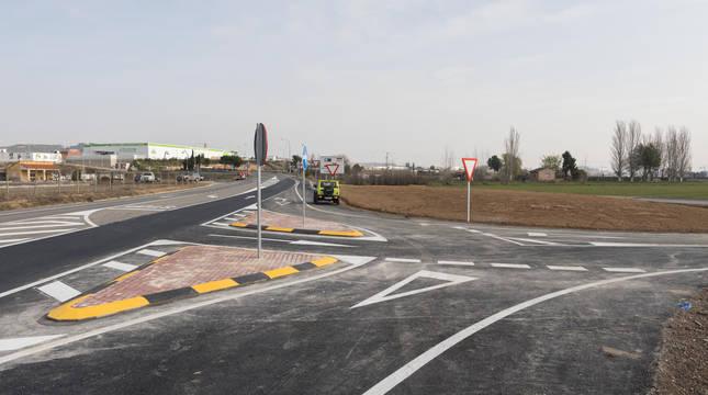 Imagen de la apertura del enlace del camino agrícola con la  Autovía del Ebro (A-68) en su tramo de Tudela.