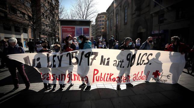 Concentración de la Plataforma Navarra de Salud, este sábado frente a la Felegación del Gobierno en Navarra.