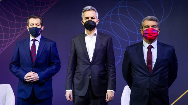 De izda. a dcha., Toni Freixa, Víctor Font y Joan Laporta antes del debate en el Auditori.