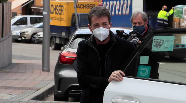 Foto del presentador Pablo Motos a su llegada a la capilla ardiente del cómico y actor Enrique San Francisco.